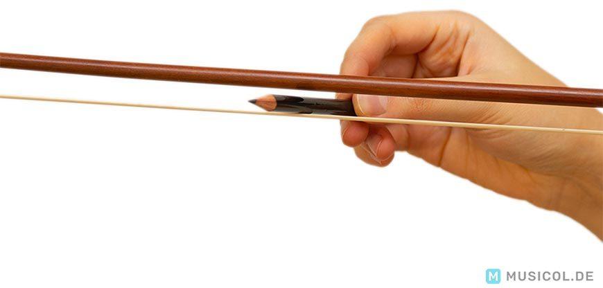 Bogenhaar einer Geige spannen