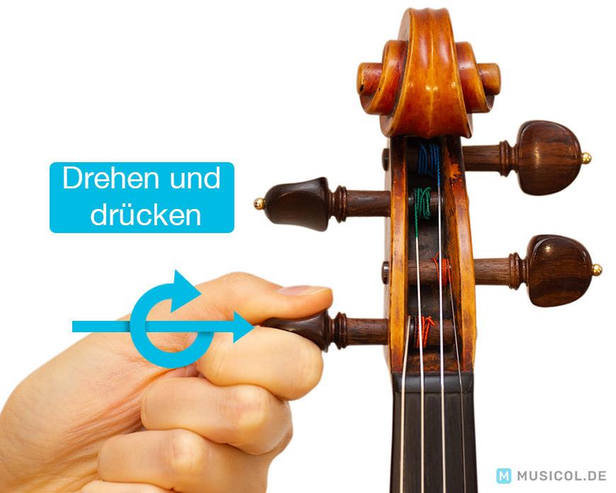 Geige mit Wirbel stimmen