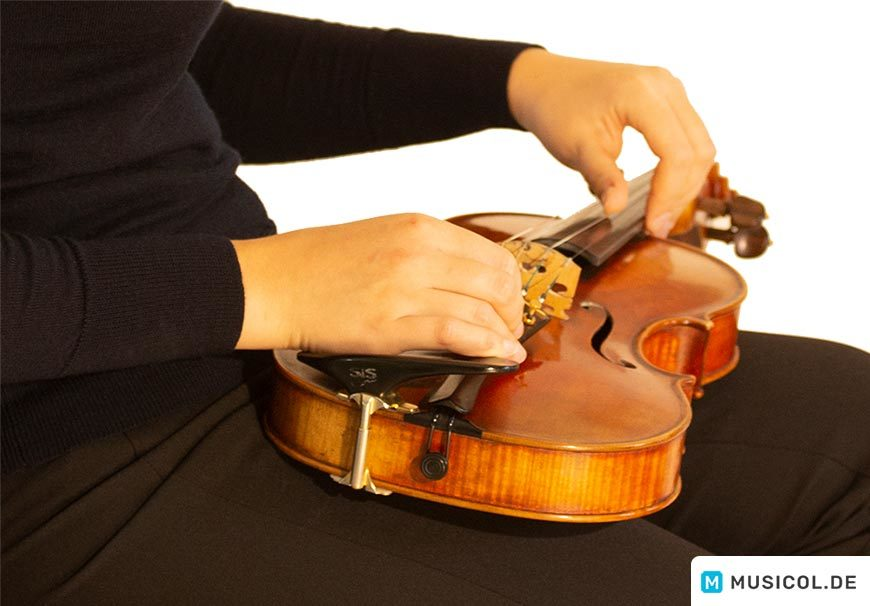 Position der Geige bei der Feinstimmung